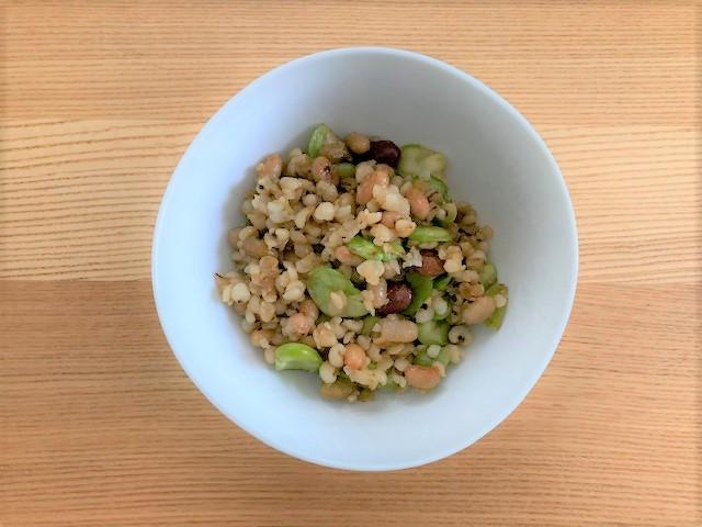 梅雨の薬膳 豆とはと麦のホットサラダ
